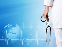 Doktor mit medizinischem Hintergrund Lizenzfreies Stockbild