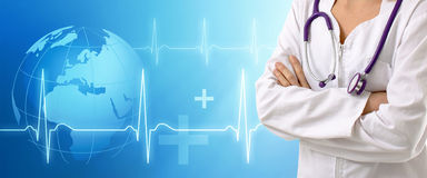 Doktor mit medizinischem Hintergrund Stockfotografie