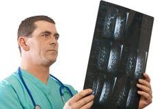 Doktor mit mri Stockfotografie