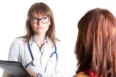 Doktor mit Patienten Lizenzfreie Stockfotos