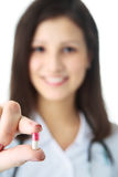 Doktor mit Pille Stockfoto