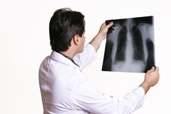 Doktor mit Röntgenstrahl Stockfoto