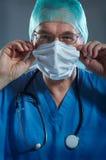 Doktor mit Schablone Lizenzfreie Stockfotos