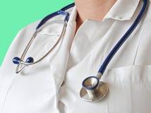 Doktor mit Stethoskop Stockbild