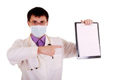 Doktor mit Stethoskop und Klemmbrett. stockbild