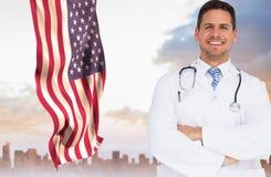 Doktor mot amerikanska flaggan Royaltyfri Bild