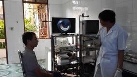 Doktor och patienten lager videofilmer