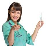 Doktor oder Krankenschwester im Laborkittel, der Spritze hält Lokalisiert über Weiß Stockbilder