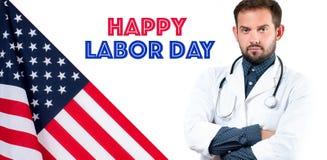Doktor på den vita bakgrund och USA flaggan lyckligt arbete för dag arkivfoton