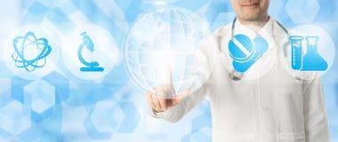 Doktor Points p? kopieringsutrymme med medicinska symboler arkivfoton