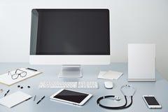 Doktor ` s Desktop Stockfoto