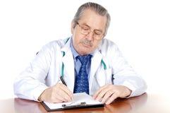 doktor seniorów pisać Zdjęcia Royalty Free