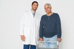 Doktor With Senior arkivbilder