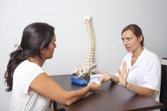 Doktor som vägrar kontantbetalning Royaltyfri Fotografi