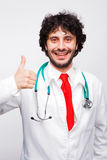 Doktor som visar det ok tecknet royaltyfri fotografi