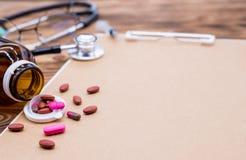 Doktor und Gesundheitskonzept lizenzfreie stockbilder