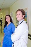 Doktor und Krankenschwester Stockfotografie