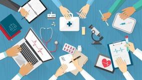 Doktor und Krankenschwester, die x-Strahl betrachten Lizenzfreie Stockbilder