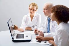 Doktor und Kursteilnehmer Lizenzfreies Stockfoto