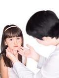 Doktor und Mädchen lokalisiert Lizenzfreie Stockbilder