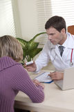 Doktor und Patient Lizenzfreie Stockfotografie