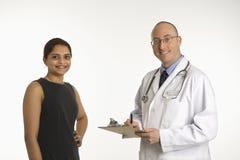 Doktor und Patient. Stockfoto