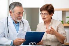 Doktor und Patient Lizenzfreie Stockbilder