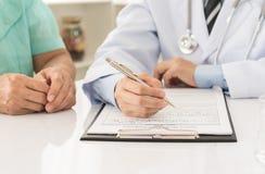 Doktor und Patienten Lizenzfreie Stockbilder