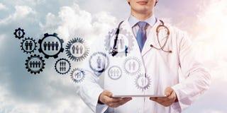 Doktor und Teamwork-Prozess lizenzfreie abbildung