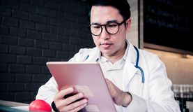 Doktor und Wissenschaftler lizenzfreie stockfotos