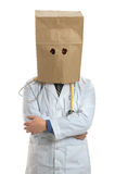 Doktor Wearing Paper Bag obenliegend Lizenzfreie Stockfotos