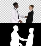 Doktor, welche einem Patienten guten Nachrichten, Alpha Channel sagt lizenzfreies stockfoto