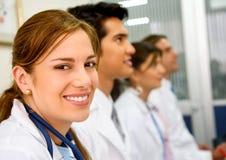 Doktoren in einem Krankenhaus Stockbilder