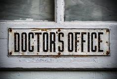 Doktoren Office Sign Lizenzfreie Stockfotos