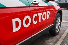 Doktoren rufen Auto aus lizenzfreie stockbilder