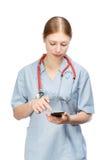 Doktorfrau mit Telefon Stockfotos