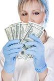 Doktorholdinggeld Stockfoto