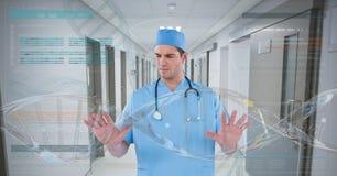 Doktormann, der auf DNA-Schnittstelle einwirkt Stockfotografie