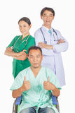 Doktorn, sjuksköterskan och tålmodig tar fotoet tillsammans Arkivfoton