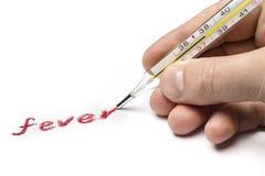 Doktorn skriver feber, genom att använda i stället för en pennläkarundersökningtermometer Royaltyfri Foto