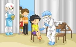 Doktorn undersöker grupp människor med ebolaen dis Arkivbilder