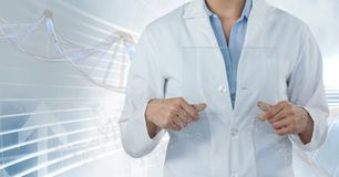 Doktorska mężczyzna pozycja z 3D DNA pasemkiem Obrazy Royalty Free