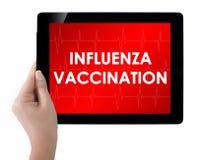 Doktorska pokazuje pastylka z grypy szczepienia tekstem obrazy stock