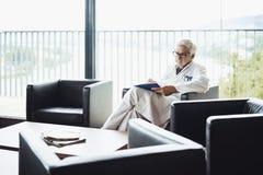 Doktorska szkło przodu karła dokumentacja pisać czytać obrazy royalty free