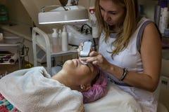 Doktorski beautician przy pracą Obraz Royalty Free