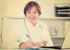 Doktorski działanie efektywnie obrazy stock