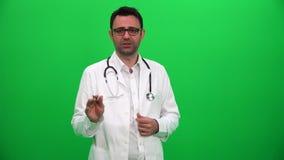 Doktorski opowiadać wyjaśnia rezultata zielonego parawanowego tło zdjęcie wideo