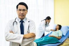 Doktorski portret w szpitalu zdjęcia royalty free