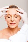 Starszy kobiety skóry czek Zdjęcie Royalty Free