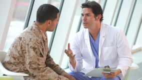 Doktorski spotkanie żołnierza cierpienie Od depresji zbiory wideo